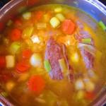 Solomillo de cerdo y verduras listo para hervir