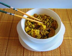 Wok de arroz con verduras al curry oriental