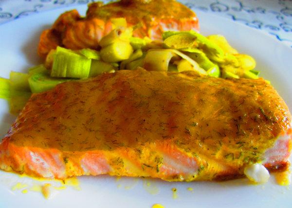 salmon al horno con mostaza, miel y eneldo