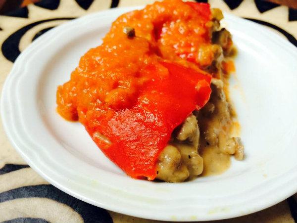 Pimientos del piquillo rellenos de carne y champiñones