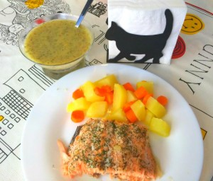 Salmón al horno con salsa de limón y eneldo