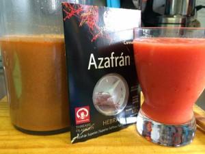 Prepatativos para el arroz Fumet de gambas y tomate batido
