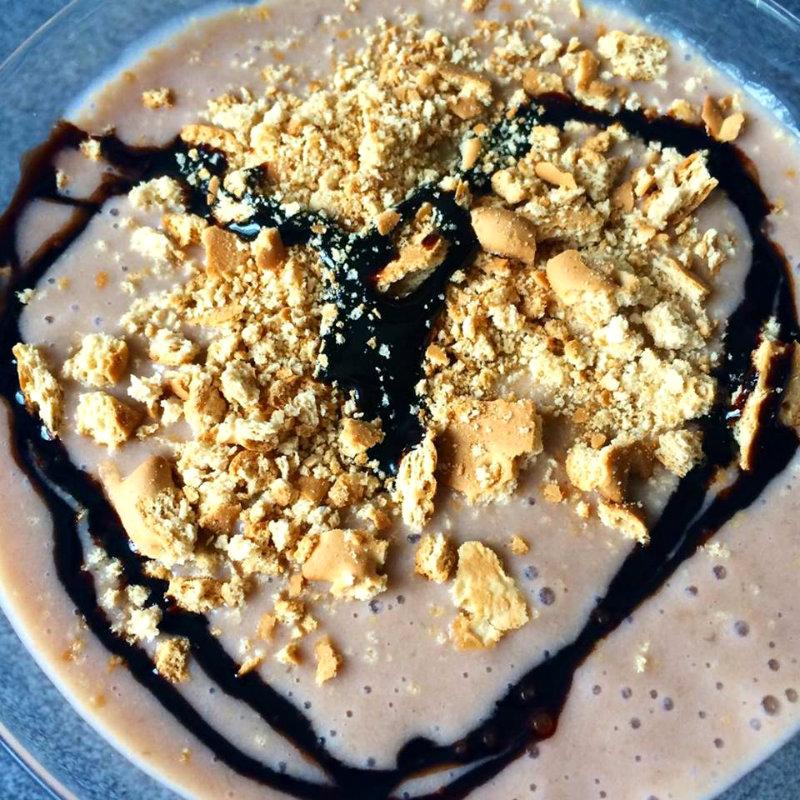 Postre fácil con yogur plátano y chocolate