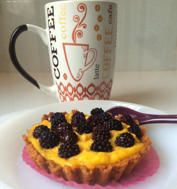 cafe-y-tartaletas-de-moras