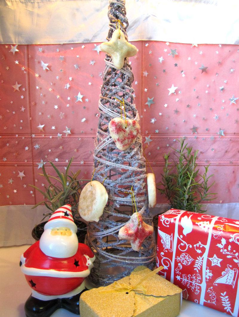 Árbol de navidad decorado con mazapanes