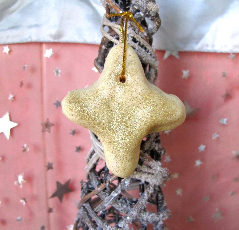 Estrella de mazapán casero decorado