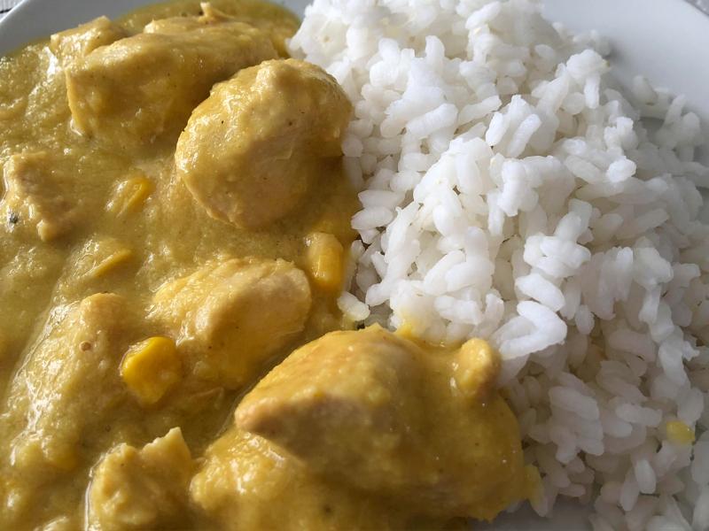 pollo con salsa de maíz