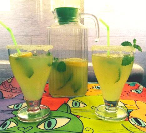 Limonada casera con hierbabuena