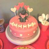 Tarta decorada con fondant con corazón de chocolate