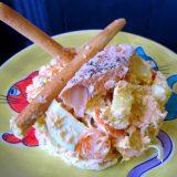 Ensaladilla de patata con salmón, zanahoria y huevo